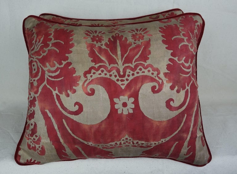 Vintage Glicine Patterned Fortuny Pillows, Pair In Excellent Condition For Sale In Los Angeles, CA