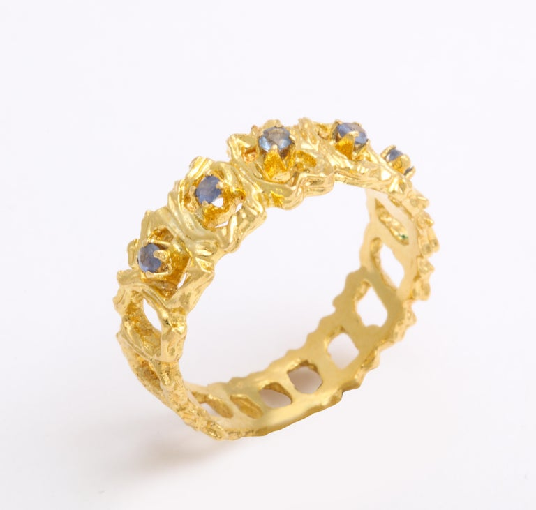 Modern Vintage Gold and Sapphire Band Ring For Sale
