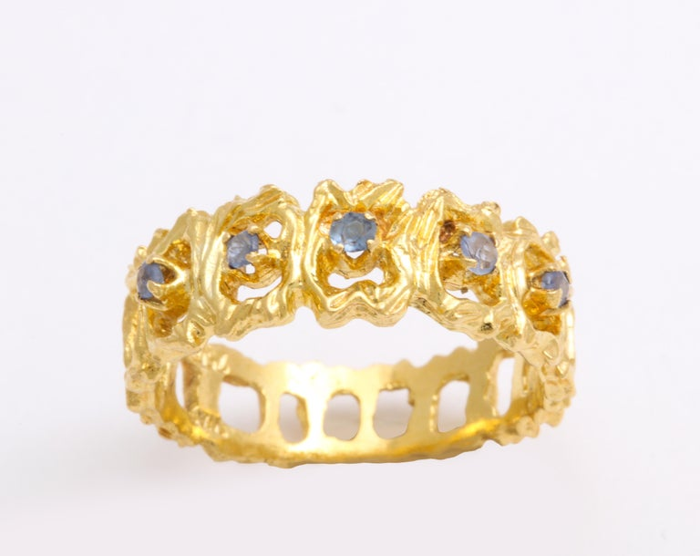 Women's Vintage Gold and Sapphire Band Ring For Sale