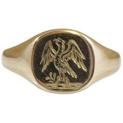 Vintage Gold Signet Ring with Engraved Crest Design