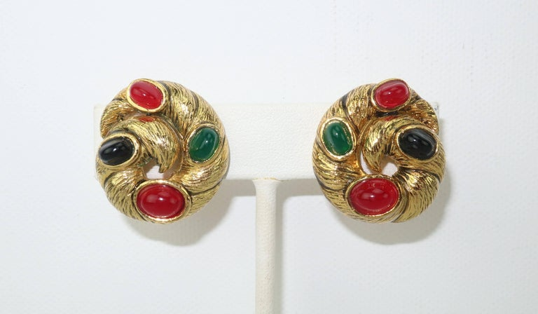 Vintage Gold Tone Cabochon Clip On Earrings In Excellent Condition For Sale In Atlanta, GA
