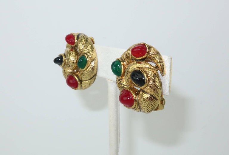 Women's Vintage Gold Tone Cabochon Clip On Earrings For Sale