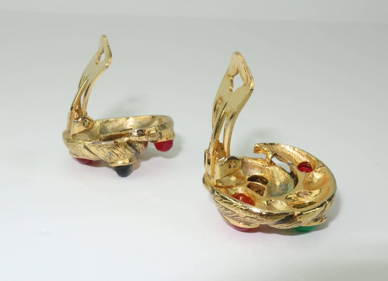 Vintage Gold Tone Cabochon Clip On Earrings For Sale 5