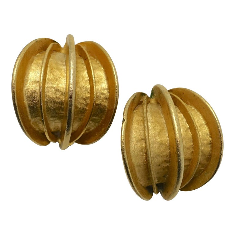 Vintage Gold Tone Ribbed Clip Earrings For Sale