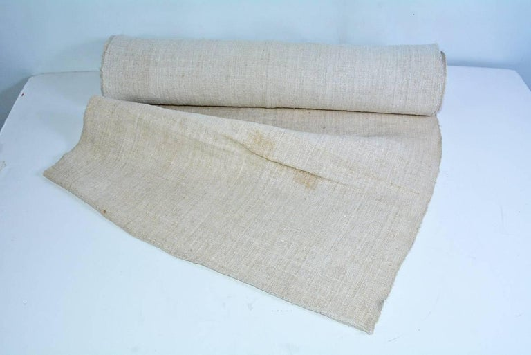 This vintage English grain sack linen textile fabric is in excellent condition! Beautifully woven rustic look makes it a brilliant fit for any country style or farmhouse decor. This vintage linen fabric is 23.5