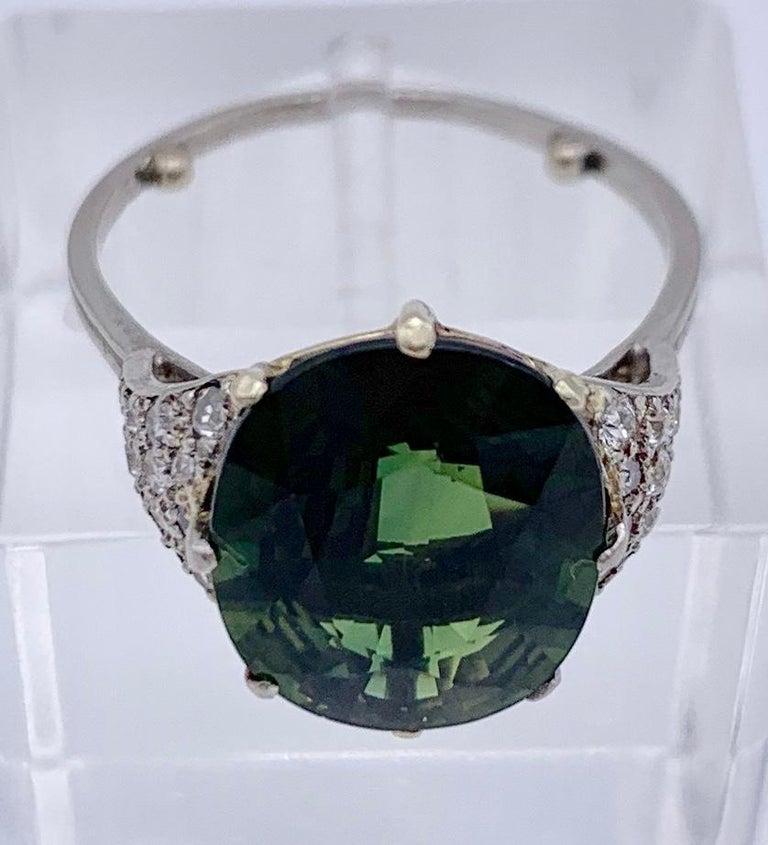 Vintage Green Sapphire Diamond Platinum Ring In Excellent Condition For Sale In Munich, Bavaria