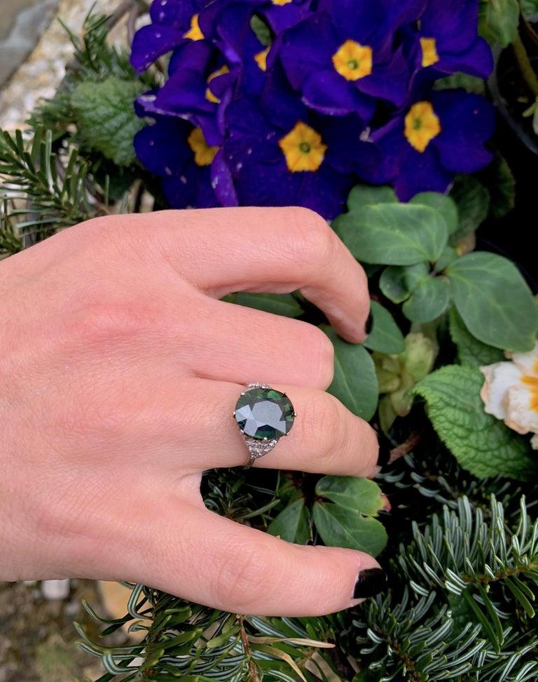 Vintage Green Sapphire Diamond Platinum Ring For Sale 2