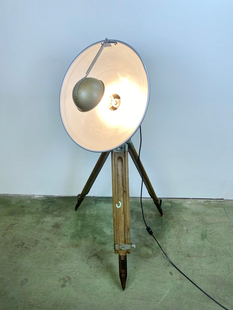 Vintage Grey Industrial Lamp on Wooden Tripod, 1960s For Sale 10