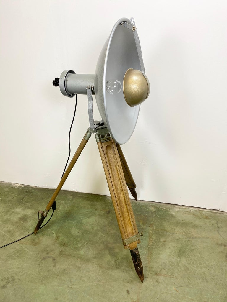Vintage Grey Industrial Lamp on Wooden Tripod, 1960s In Good Condition For Sale In Mratin, CZ