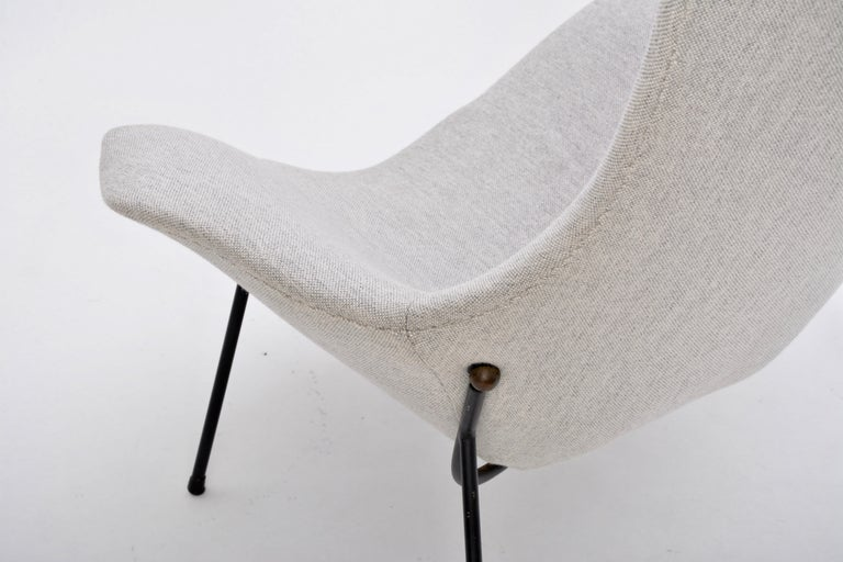 Grey Italian Mid-Century Modern lounge chair by Augusto Bozzi for Saporiti For Sale 7