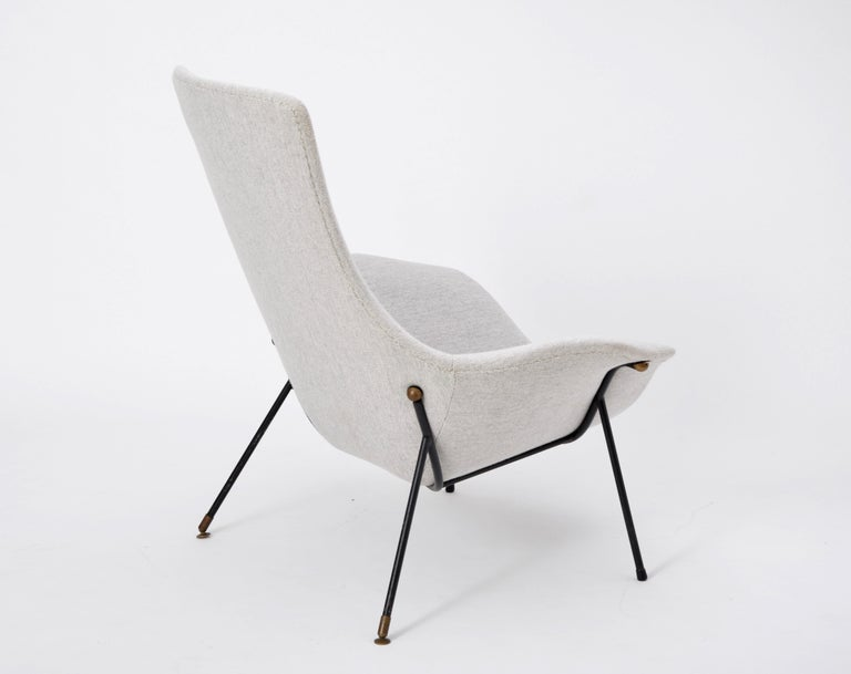 Grey Italian Mid-Century Modern lounge chair by Augusto Bozzi for Saporiti For Sale 2