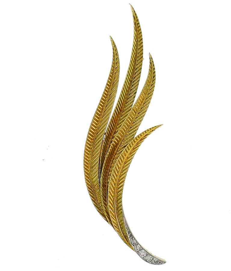 Chic leaf clip created by an exquisite Swiss Jewelry House Gubelin in the 1950s. Perfect proportions, gracious lines and beautiful texture are the highlights of this classy pin. Elegant, timeless and wearable, the brooch is a great addition to your