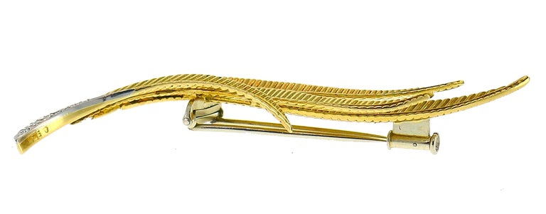 Vintage Gubelin Diamond Gold Feather Pin Brooch Clip In Good Condition For Sale In Beverly Hills, CA