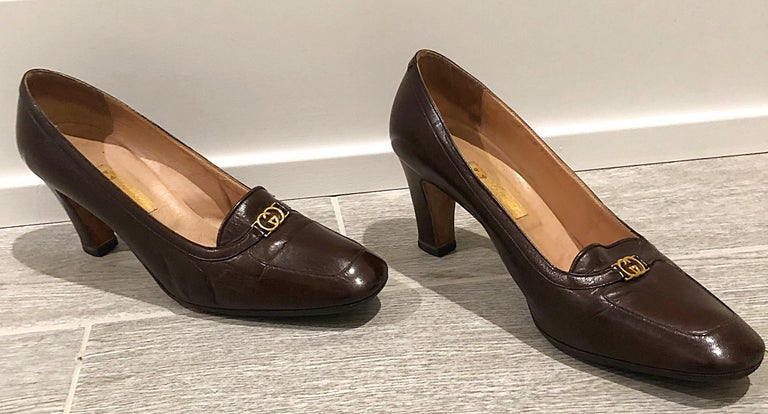 Black Vintage Gucci 1970s Sz 7.5 Chocolate Brown High Heel 70s Loafers Logo Shoes For Sale