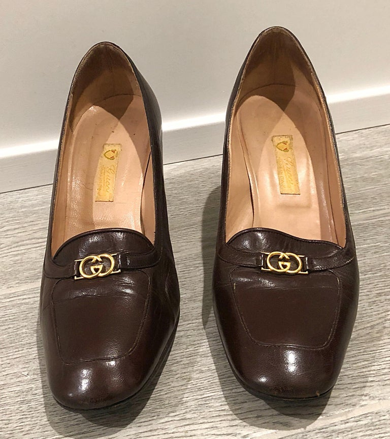 Women's Vintage Gucci 1970s Sz 7.5 Chocolate Brown High Heel 70s Loafers Logo Shoes For Sale