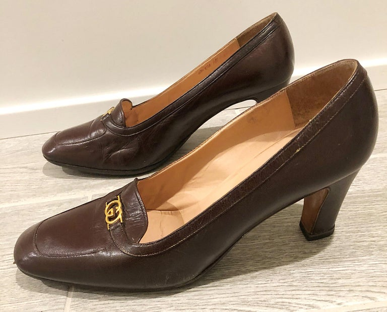 Vintage Gucci 1970s Sz 7.5 Chocolate Brown High Heel 70s Loafers Logo Shoes For Sale 1