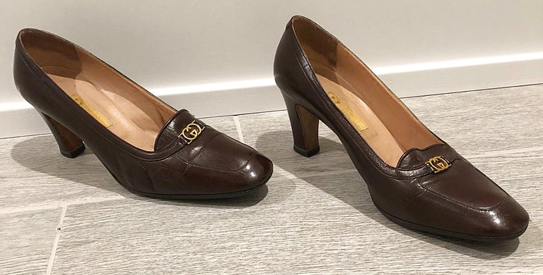 Vintage Gucci 1970s Sz 7.5 Chocolate Brown High Heel 70s Loafers Logo Shoes For Sale 4