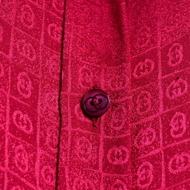 Gucci Vintage Pleated Red Silk Blouse With Tonal Gucci Logo Print For Sale 7