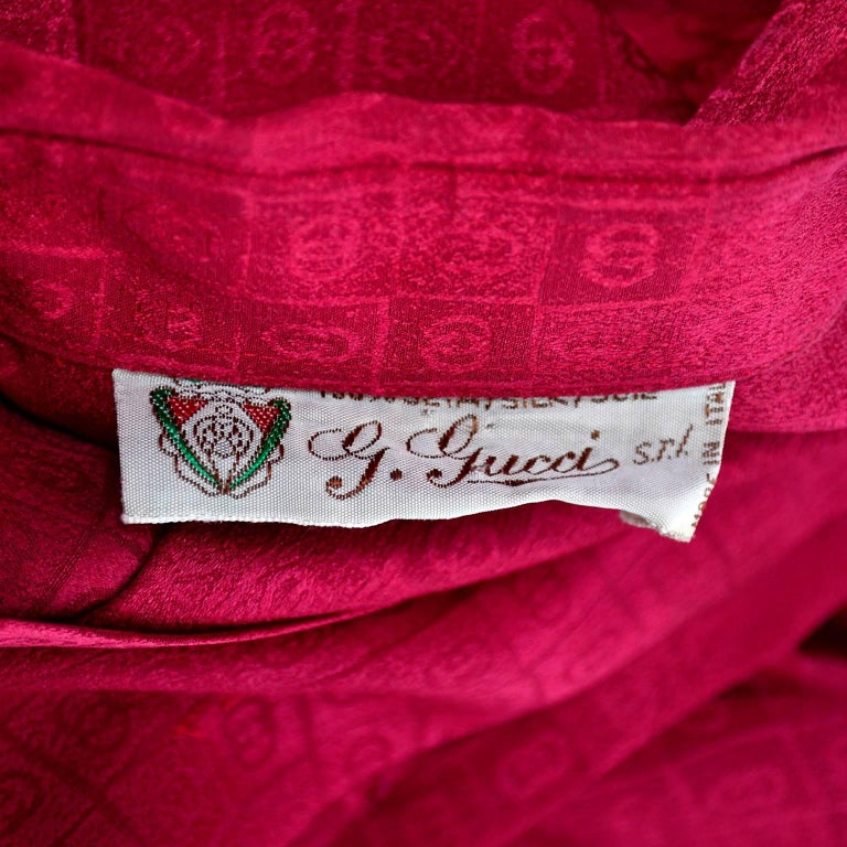 Gucci Vintage Pleated Red Silk Blouse With Tonal Gucci Logo Print For Sale 8