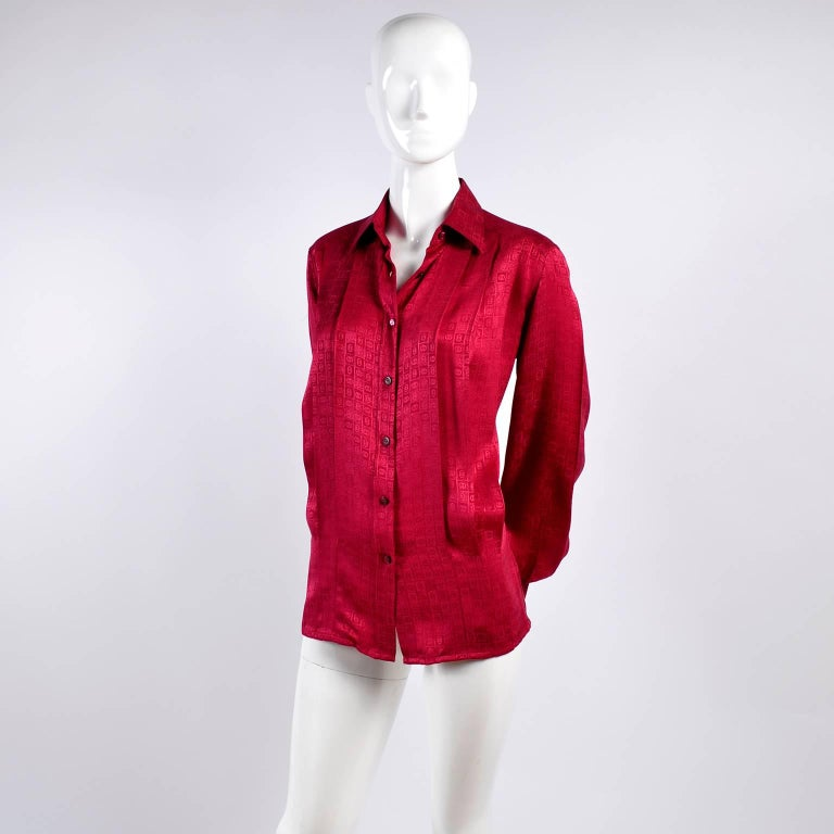 Gucci Vintage Pleated Red Silk Blouse With Tonal Gucci Logo Print For Sale 9