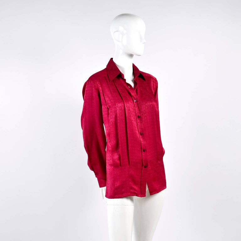 Gucci Vintage Pleated Red Silk Blouse With Tonal Gucci Logo Print In Excellent Condition For Sale In Portland, OR