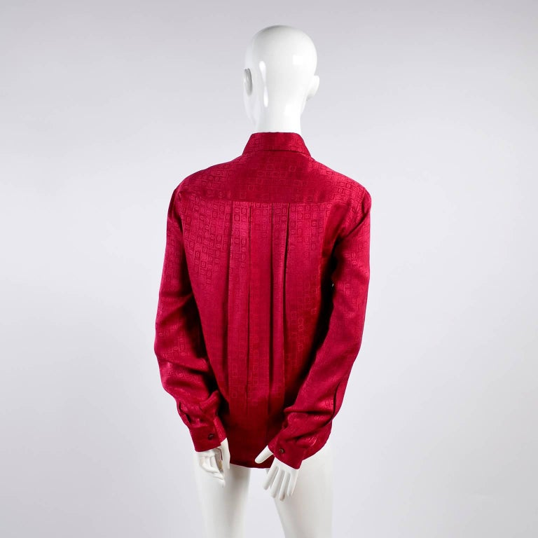 Gucci Vintage Pleated Red Silk Blouse With Tonal Gucci Logo Print For Sale 4