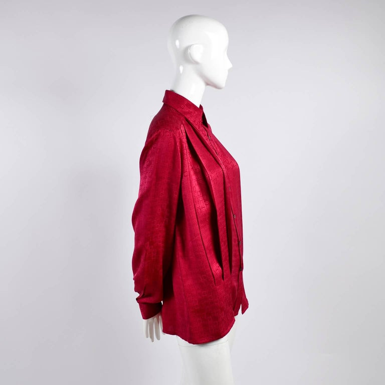 Gucci Vintage Pleated Red Silk Blouse With Tonal Gucci Logo Print For Sale 5
