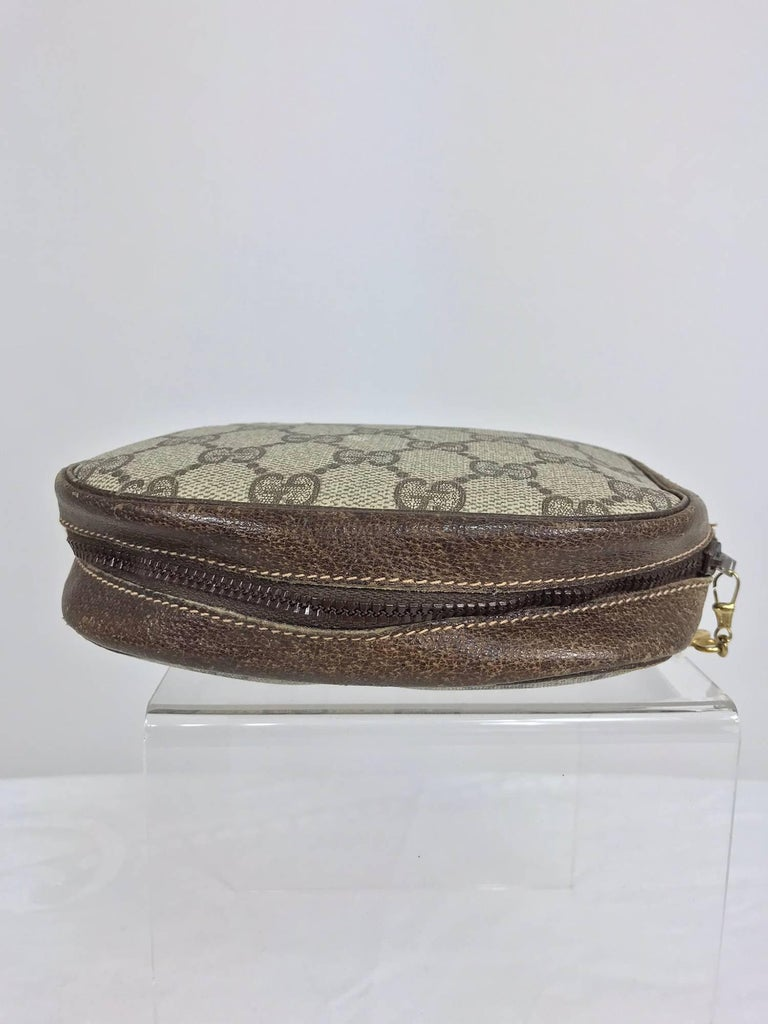 Vintage Gucci small leather and monogram vinyl cosmetic bag  In Excellent Condition For Sale In West Palm Beach, FL