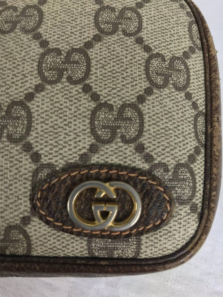 Vintage Gucci small leather and monogram vinyl cosmetic bag  For Sale 4