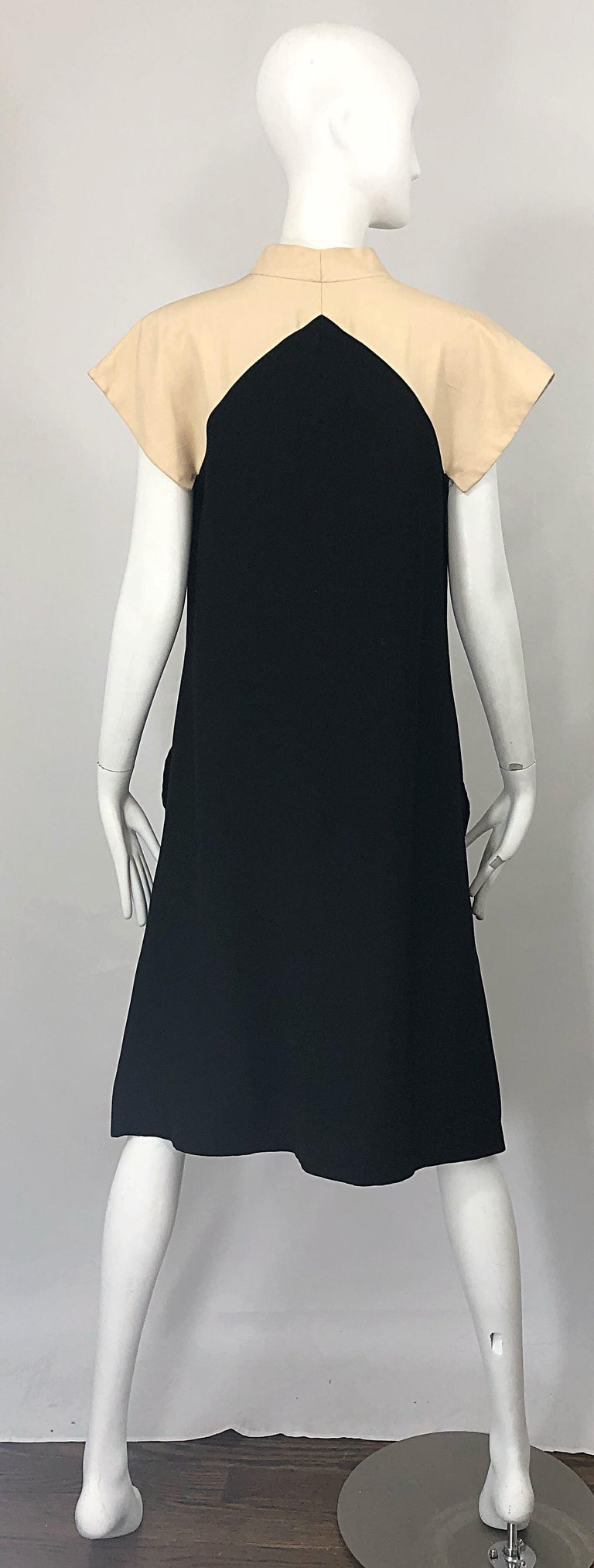Vintage Halston 1970s Optical Illusion Black + Khaki 70s Trapeze Dress For Sale 4