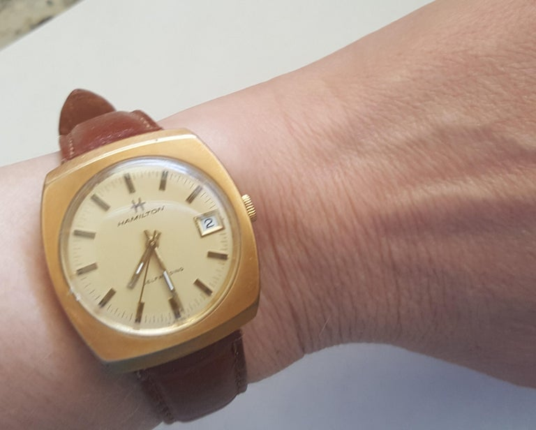 Vintage Hamilton Watch 1960's 14kt gold filled self winding swiss leather band. The diameter is 34mm by 38 mm. Very good condition. The crystal is 29 mm in diameter and the thickness of the dial is 11mm. The total length of the watch and the band is