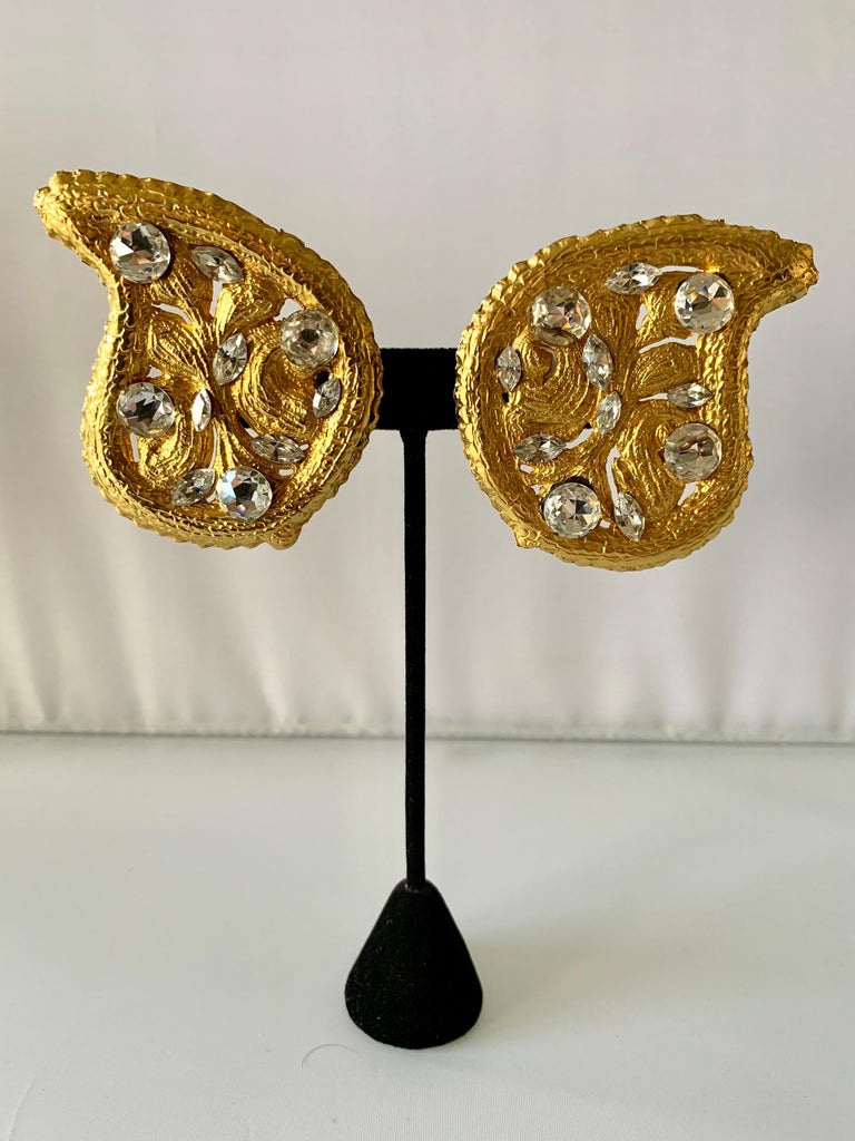 Scarce vintage oversized paisley statement clip-on earrings,  comprised of gilt metal