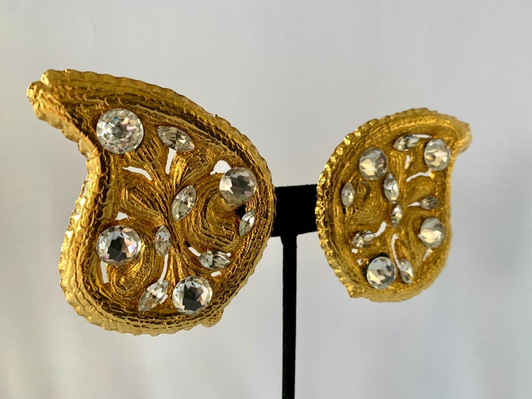 Byzantine Vintage Hammed Gold Jeweled Paisley Earrings  For Sale