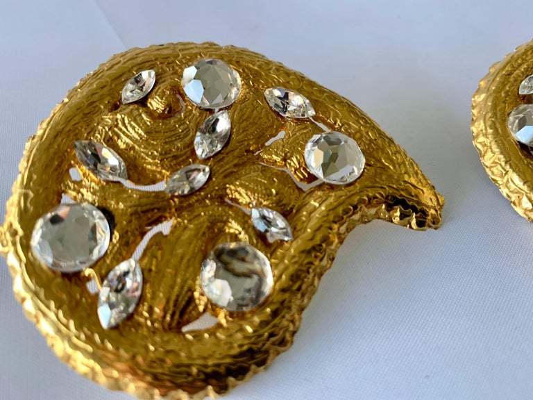 Vintage Hammed Gold Jeweled Paisley Earrings  For Sale 1