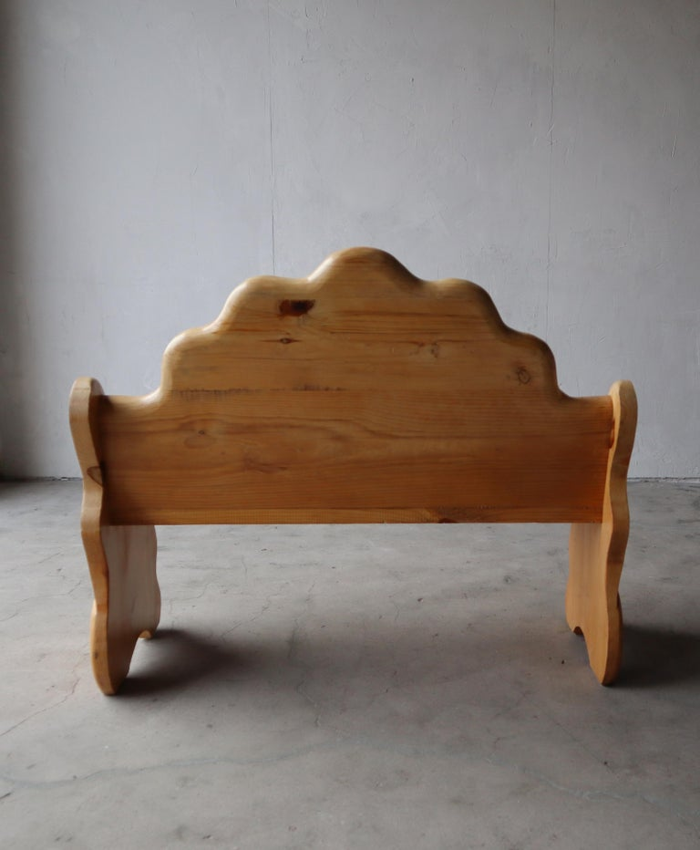 Pine Vintage Hand Carved Wood Shell Motif Bench For Sale