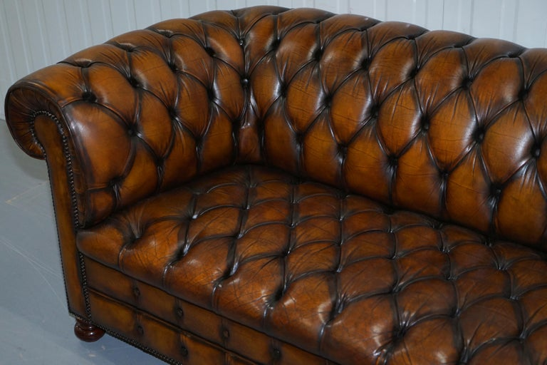 Vintage Hand Dyed Fully Restored Whisky Brown Pleated Leather Chesterfield Sofa In Good Condition For Sale In London, GB