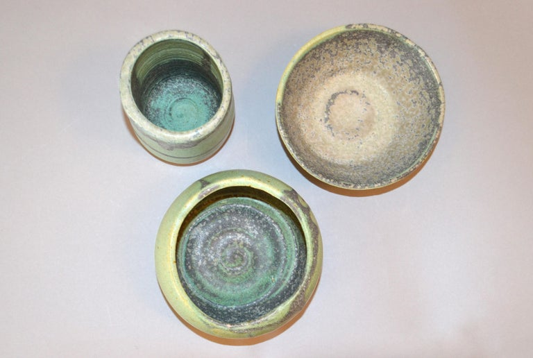 Vintage Handcrafted Aztec Green and Gray Pottery Bowls or Vessel, Set of 3 In Good Condition For Sale In North Miami, FL