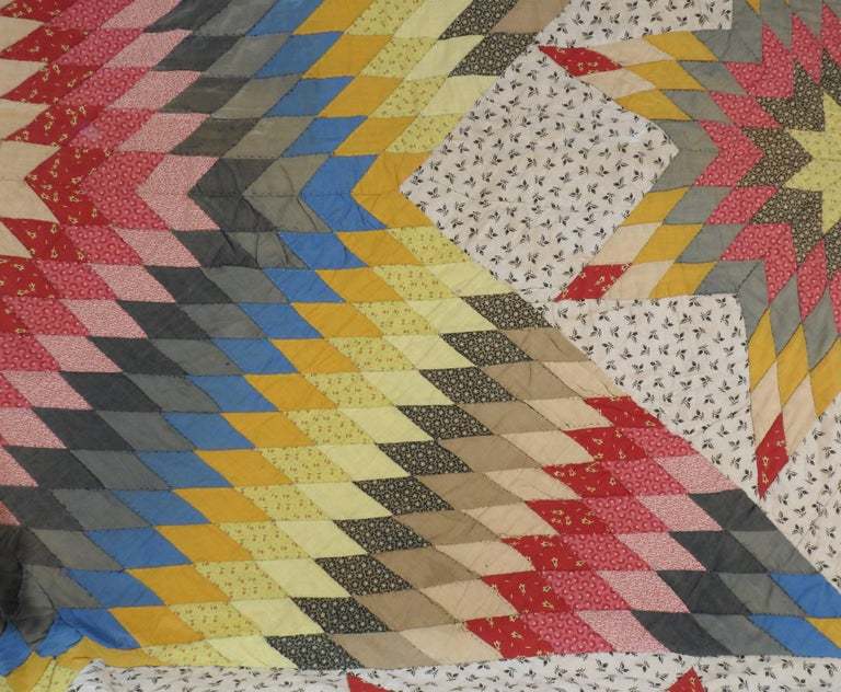 Vintage Handmade Star Quilt In Fair Condition For Sale In Cookeville, TN