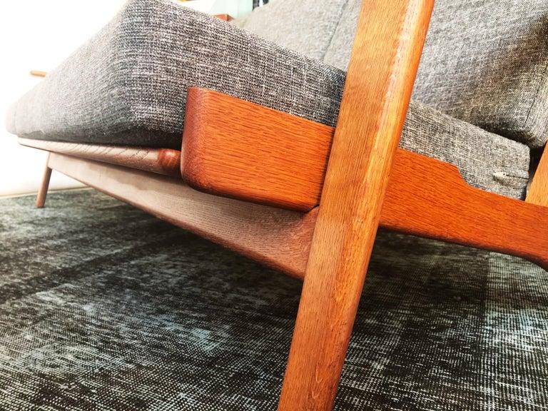 Vintage Hans J. Wegner GE 290 3-Seat Sofa, circa 1950s In Good Condition For Sale In San Antonio, TX