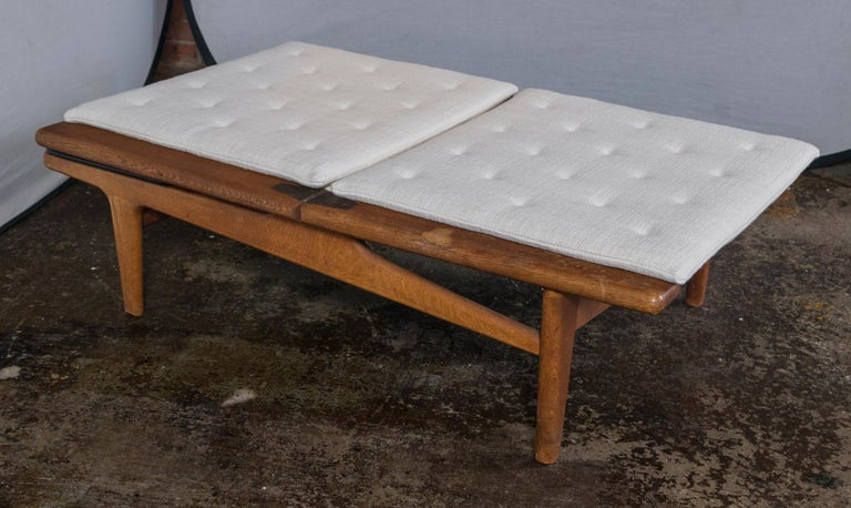 Mid-20th Century Vintage Hans Wegner Oak Chaise Lounge with Newly Upholstered White Cushions