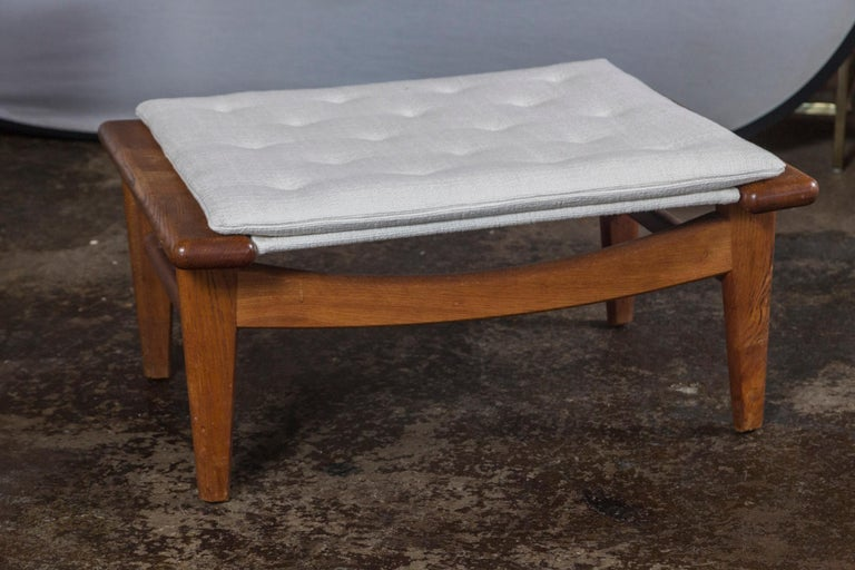 Upholstery Vintage Hans Wegner Oak Chaise Lounge with Newly Upholstered White Cushions