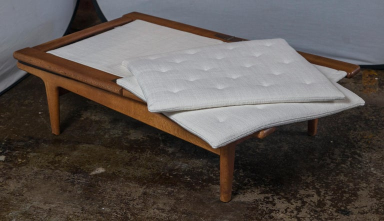 Vintage Hans Wegner Oak Chaise Lounge with Newly Upholstered White Cushions 2