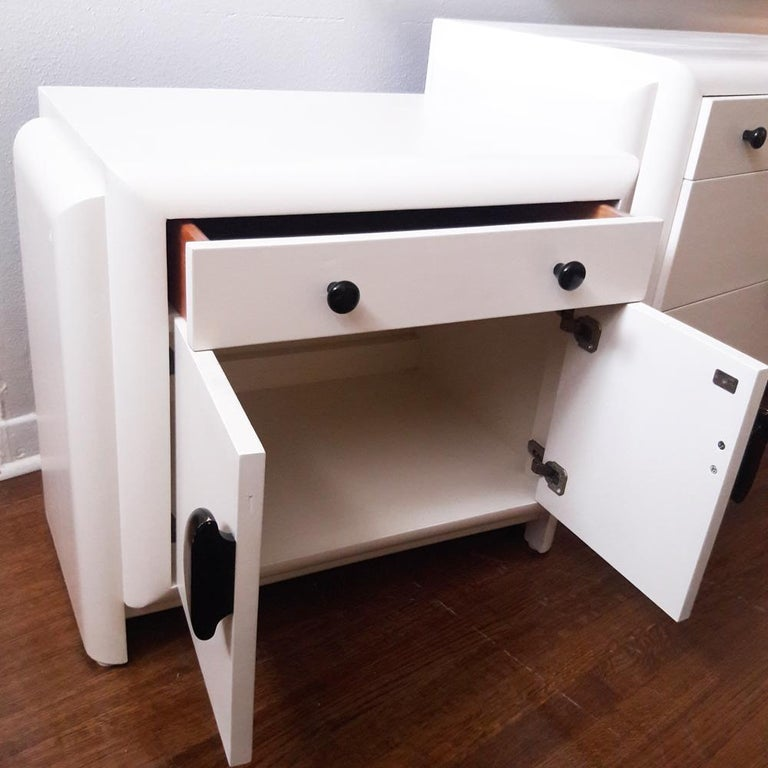 Vintage Harold Schwartz Romweber Art Deco White Lacquered Nightstand In Good Condition For Sale In Pasadena, TX