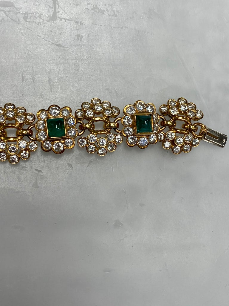 Vintage Harry Winston Emerald Diamond Bracelet In Excellent Condition For Sale In New York, NY