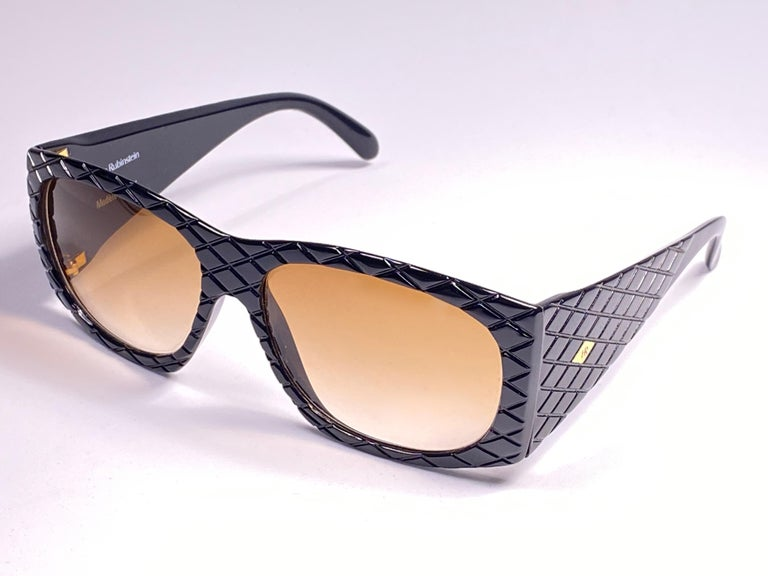 Vintage Helena Rubinstein Black Mask Quilted Sunglasses France In Excellent Condition For Sale In Amsterdam, Noord Holland