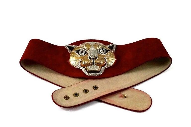 Vintage HENRYKS BIJOUX VIENNE Jewelled Leopard Head Red Suede Wide Belt For Sale 3