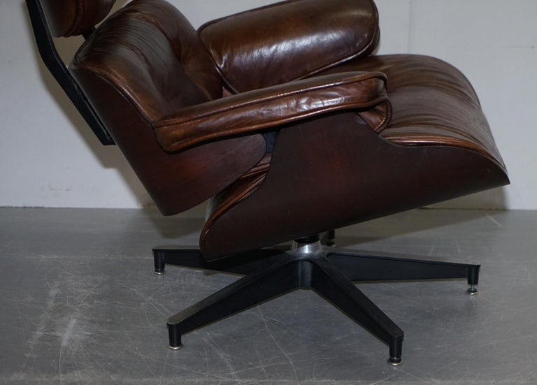Vintage Heritage Aged Brown Leather Lounge Armchair & Ottoman Tufted Buttons For Sale 3