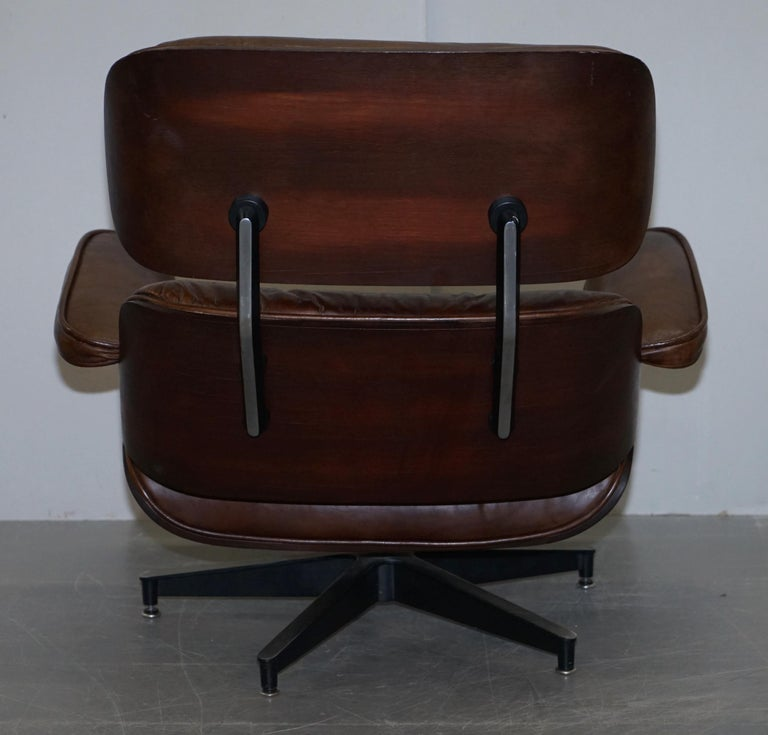 Vintage Heritage Aged Brown Leather Lounge Armchair & Ottoman Tufted Buttons For Sale 4