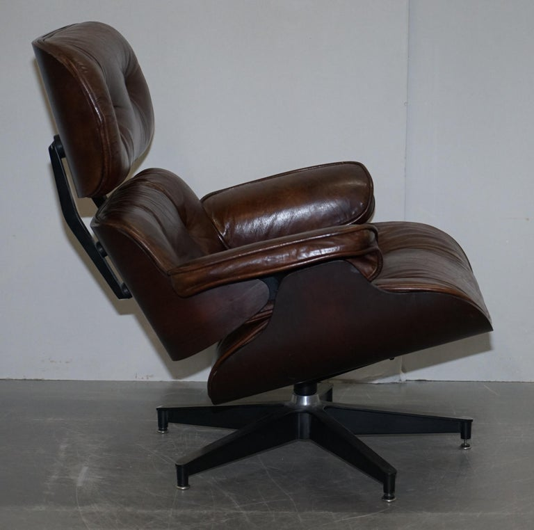 Vintage Heritage Aged Brown Leather Lounge Armchair & Ottoman Tufted Buttons For Sale 2