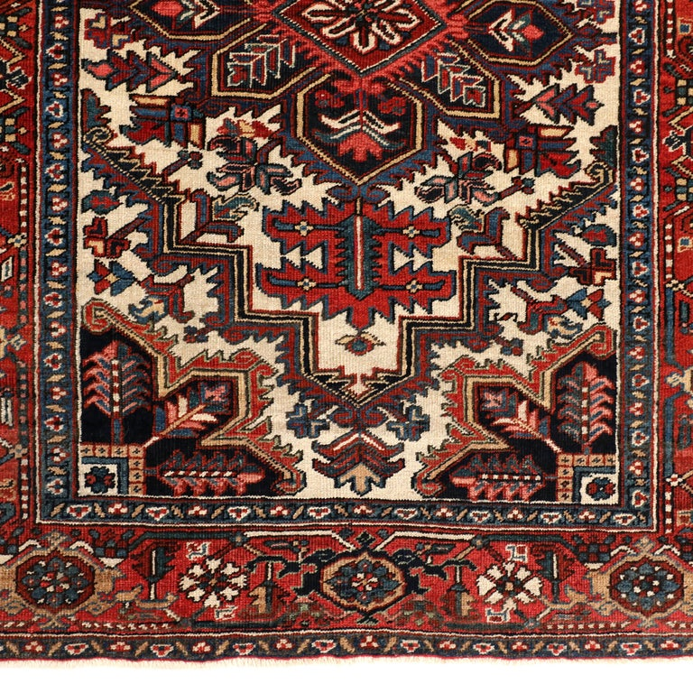 Vegetable Dyed Vintage Heriz Persian Carpet circa 1920s in Pure Wool and Vegetable Dyes For Sale